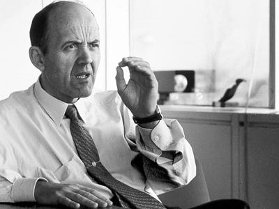 El famoso ejecutivo español Ignacio López de Arriortúa, conocido con el sobrenombre de Superlópez, desencadenó en 1993 una amplia polémica sobre la apropiabilidad de los recursos entre General Motors y Volkswagen, al ser contratado por esta segunda empresa sin el consentimiento de la primera.