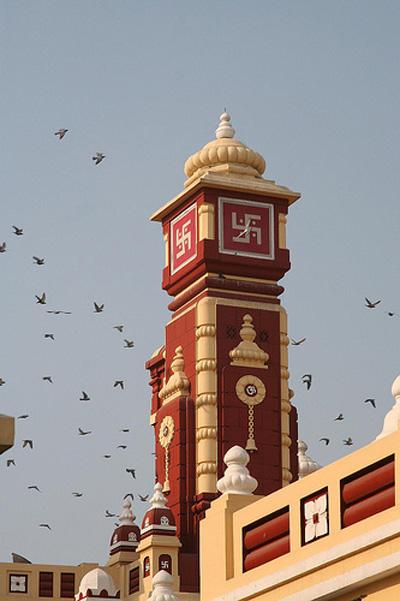 """Esvásticas en un templo de la India.Nota legal: © Octpuzz (2008). """"Birla Mandir"""" (Delhi). Creative Commons Reconocimiento Sin obras derivadas 3.0. Publicado en Flickr."""