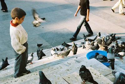 © UOC. Creative Commons Reconocimiento Compartir Igual 3.0-es. Imagen de Herrero, A. Observando (2004). Estambul.