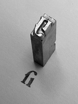 """Tipus metàl·lic tradicional per a la lligadura """"fi"""", 2 pt Garamond.Nota legal: © Daniel Ullrich (2006). Creative Commons Reconeixement Compartir Igual 3.0-es. Publicada a wikimedia commons."""